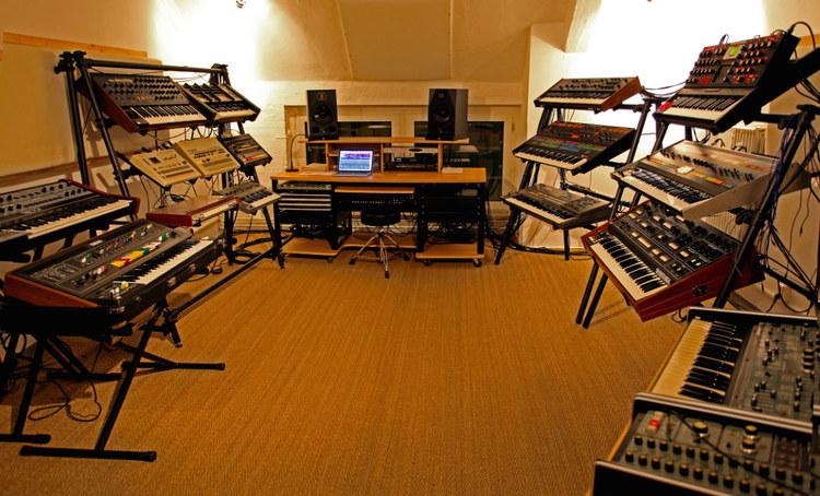 Handwerker Berlin introducing handwerk audio vintage synth studio in berlin
